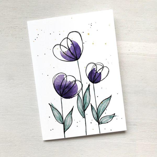 Karte mit violetten Blumen