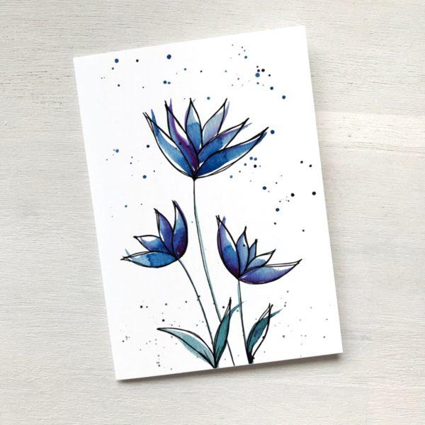 Karte mit drei blauen Blumen