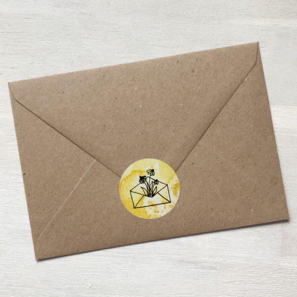 Sticker gelb mit Blumen aus Kuvert